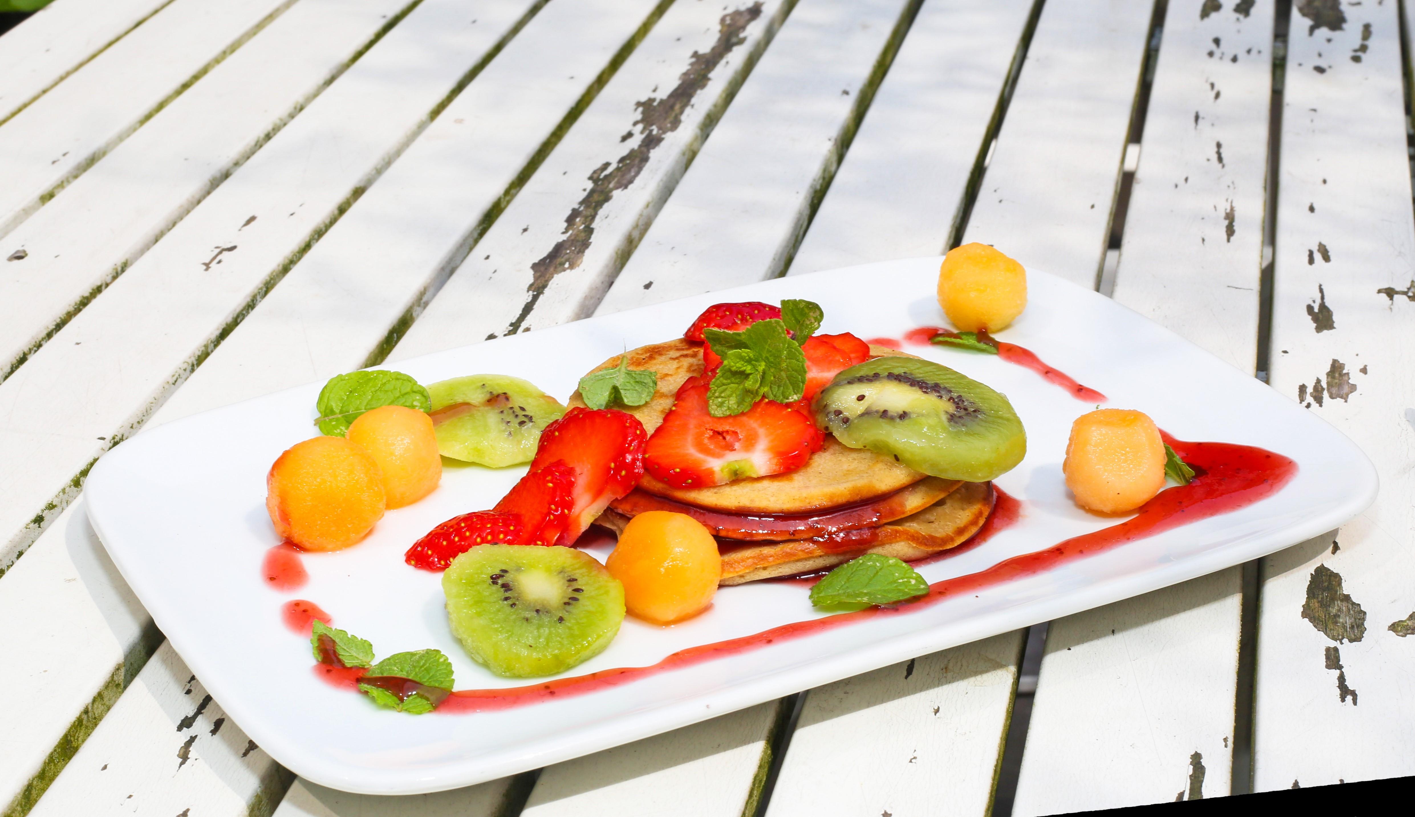 American Pancake: 3 pannenkoekjes met gemixt fruit en slagroom