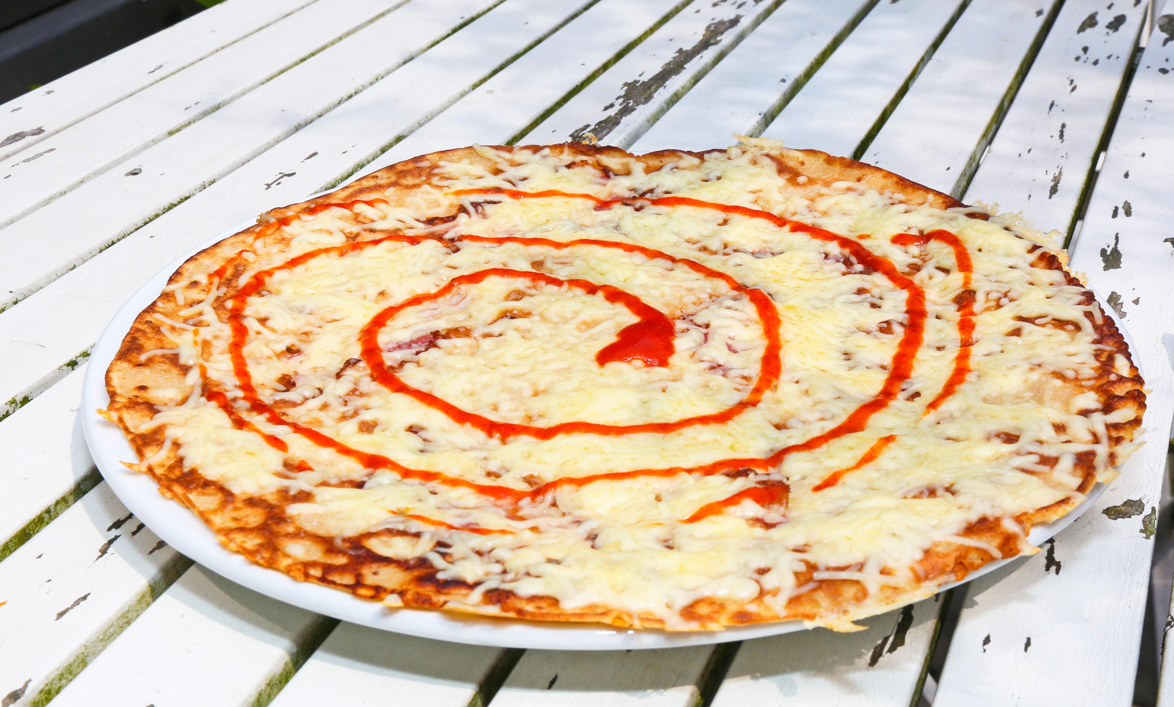 De Crazy Spicy Pancake: Hartige pannenkoek: spek /kip /ham, kaas, knoflook en sambal